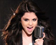 Sel ha anunciado que el primer single de su próximo disco estará listo para marzo ¡¡eso es dentro de poco más de un mes!!  Pero tenemos más noticias, porque también hemos sabido que Sel tiene casi completo su nuevo disco, un disco que tendrá unas 18 canciones. ¿Y cuándo saldrá el disco? Está previsto que se ponta a la venta hacia finales de primavera o principios de verano.  Y hay más, porque Selena ha confirmado que en el disco habrá canciones sobre corazones rotos... Vamos que lo
