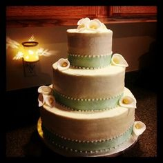 Simple but beautiful wedding cake!