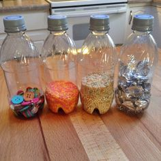 Make sensory bottles: creative Montessori toys for toddlers - Spielzeug Baby Learning Activities, Infant Sensory Activities, Baby Sensory Play, Baby Play, Baby Lernen, Diy Bebe, Sensory Bottles, Montessori Baby, Baby Education