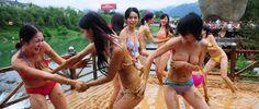 Latest Chinese News Lesson: Bikini mud-wrestling boosts travel to scenic Central China. Bikini bǐsài. Bikini  比 赛 。 www.gurulu.com