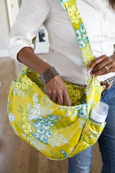 79 easy to sew diaper bag patterns. Every DIY diaper bag has a tutorial or pattern so you can customize the bag for your own needs. Make the perfect diaper bag. Diaper Bag Tutorials, Diaper Bag Patterns, Bag Patterns To Sew, Diy Diapers, Free Diapers, Vintage Chic, Handmade Baby, Diy Baby, Baby Crafts