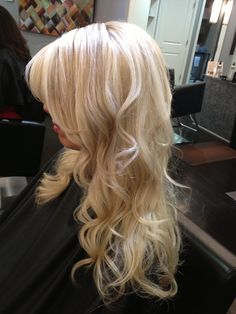 Bright blonde hair with low lights.This what i want cannot wait til my hair is this blonde: And the curls just make the look Pretty Blonde Hair, Bright Blonde Hair, White Blonde Hair, Balayage Hair Blonde, Hair Color And Cut, Hair Colour, Barbie Hair, Light Hair, Gorgeous Hair