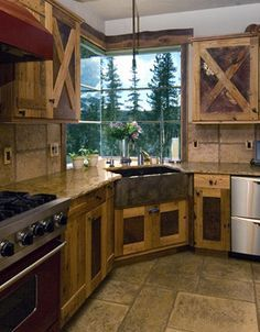 Kitcjen layout with corner sink and window l Western Rustic Kitchen Cabinets Corner Sink, Kitchen Corner, Corner Drawers, Corner Cupboard, Corner Cabinets, Cupboard Ideas, Corner Shelf, Western Kitchen, Country Kitchen