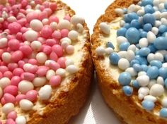 A typical Dutch birth tradition: serving 'beschuit met muisjes' to celebrate the birth of a baby. Pink 'muisjes' when the baby is a girl, and blue ones in case it's a boy. Muisjes means 'little mice', they are made by dipping aniseed in a sugary coating. Holland, Typical Dutch Food, Dutch Netherlands, Dutch People, Going Dutch, Dutch Recipes, Sweet Memories, Babyshower, Biscuits