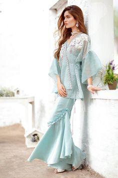 Pak Couture — Suffuse by Sana Yasir Pakistani Fashion Casual, Pakistani Dresses Casual, Pakistani Wedding Outfits, Pakistani Dress Design, Indian Fashion, Designer Party Wear Dresses, Kurti Designs Party Wear, Indian Designer Outfits, Stylish Dresses