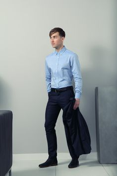 Chemise Oxford avec col boutonné. Un grand classique du vestiaire masculin revisité à la mode française.