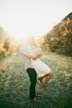 Here are some great ideas for engagement photo poses - whether you are the photographer or the engaged couple. Engagement Couple, Engagement Pictures, Engagement Shoots, Fall Engagement, Country Engagement Photos, Engagement Outfits, Couple Photography, Engagement Photography, Wedding Photography