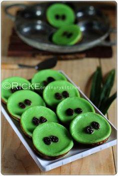 Just My Ordinary Kitchen...: KUE LUMPUR PANDAN (INDONESIAN TRADITIONAL MUD CAKE IN PANDAN FLAVOR)
