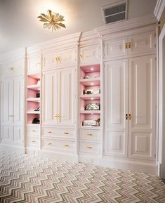 Dressing Room Design for Inspiration You Find the best clothing room concepts, styles & motivation to match your design. Check out images of dressing spaces & storage rooms to produce your ideal residence. Walk In Closet Design, Bedroom Closet Design, Master Bedroom Closet, Wardrobe Design, Closet Designs, Bedroom Decor, Master Suite, Design Room, House Design