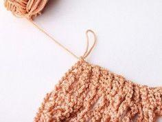 Faire un sac filet au crochet - Blog My Chic Mercerie Crochet Diy, Filet Crochet, Crochet Stitches, Crochet Basket Pattern, Crochet Patterns, Diy Net Bags, Knitting Paterns, Crochet Market Bag, Rainbow Crochet