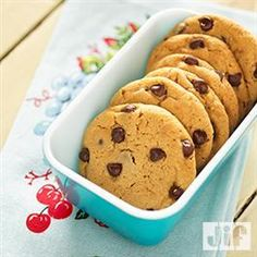 Great Peanut Butter Chocolate Chip Cookies from Pillsbury® Baking Crisco Recipes, Cookie Recipes, Dessert Recipes, Jif Peanut Butter, Peanut Butter Recipes, Diabetic Desserts, Delicious Desserts, Big Cookie, Cookie Bars