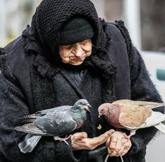 "Kidness by Kostia Semytskyi on This photo makes me think of Mary Poppins', ""Feed the Birds. Portraits, World Cultures, People Around The World, Pigeon, Old Women, Beautiful People, Beautiful Birds, Beautiful Things, Old Things"