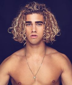 Thick Curly Hair, Curly Hair Men, Curly Hair Styles, Cool Haircuts, Haircuts For Men, Surfer Hair, Handsome Faces, Shirtless Men, Grunge Hair