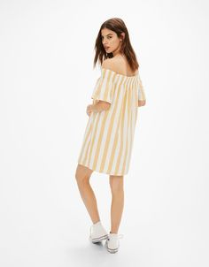 Vestido curto off shoulder riscas - New - Bershka Portugal