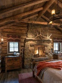 Cabin Fireplace, Rustic Fireplaces, Fireplace Design, Log Cabin Living, Log Cabin Homes, Log Cabins, Log Cabin Bedrooms, Mountain Cabins, Log Home Interiors
