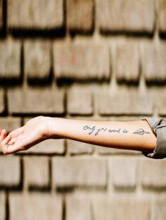 Tattoo Sprüche: schöner Spruch auf dem Unterarm