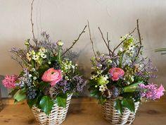 Frühlingsgesteck im Korb Glass Vase, Plants, Decor, Urn, Basket, Decoration, Plant, Decorating, Planets