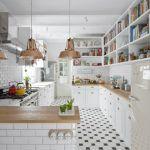 armarios abiertos en la cocina