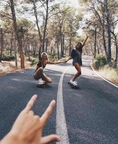 There's no one like your BFF! Check out these BFF pictures & bestie poses ideas