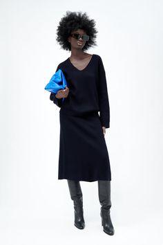 FALDA MIDI PUNTO - Marino | ZARA España Lace Pants, Satin Lingerie, Tie Dye Shorts, Midi Skirt, Skirt Set, Sequin Mini Dress, Straight Leg Pants, Wide Leg Pants, Bleu Marine