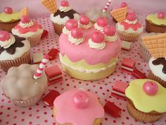 How fun would be these be for a li'l girl's party? #recipes #cupcakes