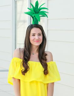 Super simple $3 pineapple Halloween costume idea   Easy DIY Halloween costume   DIY Pineapple Topper   DIY Pineapple Costume by fashion blogger Stephanie Ziajka from Diary of a Debutante Pineapple Halloween Costume Ideas, Pineapple Costume Diy, Tree Halloween Costume, Halloween Costumes For Teens, Halloween Diy, Halloween 2018, Halloween Decorations, Fruit Costumes, Diy Costumes