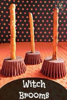 You have to try one of these easy halloween desserts for kids this year. I know your kids and even adults will love one of these Halloween treat recipes. Desserts Easy Halloween Desserts for Kids - Easy Halloween Desserts Spooky Halloween, Humour Halloween, Halloween Donuts, Theme Halloween, Halloween Cocktails, Halloween Goodies, Halloween Food For Party, Holidays Halloween, Halloween Halloween