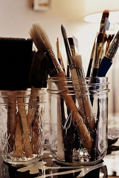 make up brush storage-- love this idea and I have so many Ball jars just sitting in my pantry. ((what a fun idea!!))