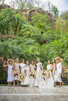 Matching sun hats for the bridesmaids in this tropical wedding. So sweet!