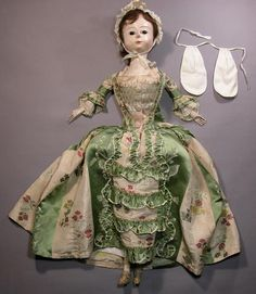 pretty english wooden doll, 1700s