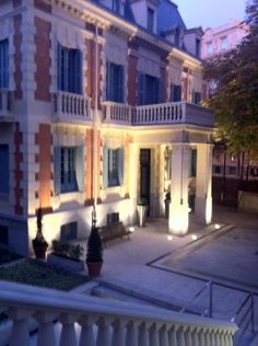 See 223 photos from 754 visitors about gardens, outdoor seating, and tea. Old palace turned to hotel. Small Boutique Hotels, Outdoor Seating, Four Square, Palace, Madrid, Mansions, House Styles, Collection, Beautiful