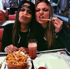 Ideas For Funny Friends Poses Bff Pics Bff Pics, Photos Bff, Cute Friend Pictures, Family Pictures, Best Friend Fotos, Best Friend Things, Best Friend Pics, Flipagram Instagram, Shotting Photo