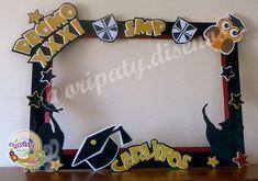 Resultado de imagen para marco de fotos Graduation Yard Signs, Graduation Diy, Kindergarten Graduation, Graduation Decorations, School Decorations, Graduation Picture Poses, Graduation Pictures, Party Props, Diy Party