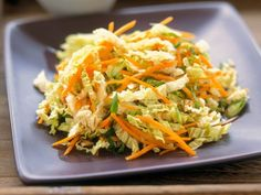 Chinakohl-Möhrensalat ist ein Rezept mit frischen Zutaten aus der Kategorie Gem… Chinese cabbage and carrot salad is a recipe with fresh ingredients from the vegetable salad category. Try this and other recipes from EAT SMARTER! Soup Recipes, Vegetarian Recipes, Healthy Recipes, Chinese Cabbage, Chinese Salad, Chinese Kool, Asian Recipes, Ethnic Recipes, Carrot Salad