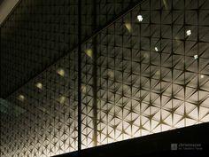 Nihonbashi Muromachi Nomura Building (日本橋室町野村ビル). / Architect : Nomura Real Estate Development (設計:野村不動産、日建設計).
