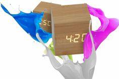 Reloj Cubo J668 Reloj Cubo símil madera Funciones: Hora, temperatura, Alarma. Funciona con 4 pilas AAA (no incluidas) o Conexión USB (cable Incluído). Medidas: 6 cm