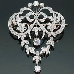 Victorian jewelry. Love this piece.