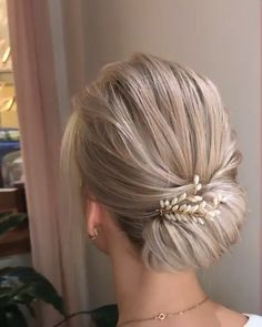 hair Updos videos - Quickly Hairstyle for girls Hair Up Styles, Medium Hair Styles, Girl Hairstyles, Braided Hairstyles, Chin Length Hairstyles, Wedding Hairstyles For Short Hair, Medium Length Hair Updos, Casual Updos For Medium Hair, French Knot Hairstyle