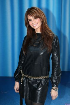 leontine borsato in awesome leather dress Leggings, Dark Hair, Leather Fashion, Dress Skirt, Beautiful Women, Leather Skirts, Celebrities, Hair Styles, How To Wear