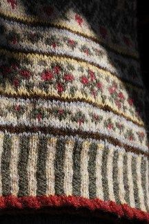 """Fair Isle detail: Man's """"Christmases Past"""" Pullover like the red with soft yellow and cream, less brown for a girl Fair Isle Knitting Patterns, Knitting Designs, Knitting Stitches, Knit Patterns, Knitting Projects, Hand Knitting, Punto Fair Isle, Motif Fair Isle, Fair Isle Chart"""