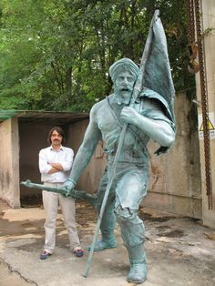This is the first monument in Europe in the Bronze lost wax cast at the Foundry Artistic Fracaro Arte of Vicenza, dedicated to the Sikh soldiers who fell in World War II. It is located at Forlia Indian War cemmetry in Vicenza.