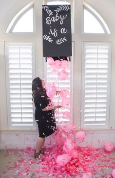 8 Gender Reveal Party Ideas You have to Try! A roundup of some amazing and unique gender reveal ideas that you and your loved ones will love! Read fun and creative gender reveal ideas for parents now! Idee Baby Shower, Fiesta Baby Shower, Baby Shower Parties, Baby Shower Themes, Shower Ideas, Girl Shower, Gender Reveal Box, Confetti Gender Reveal, Baby Gender Reveal Party