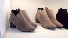 Toàn ccs mẫu boot hot mà chỉ 380k-lại còn free ship toàn quốc  Mn qua cửa hàng shop tặng voucher 20k  nhé :D Nhanh chân nào sắp cháy hàng rồi ak ^^ P/s : Toàn ảnh thật nhé các tình yêu #hotshoes #forsale #ilike #shoeslover #like4lik #shoes #niceshoes #sportshoes #hotshoes