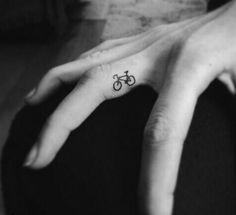 Tatto mano bicicleta
