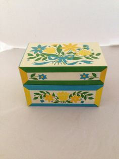 Adorable Vintage Recipe Box