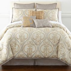 """<p>Turn your bedroom into a sophisticated retreat with the Astoria jacquard comforter set and accessories.</p><div style=""""page-break-after: always""""><span style=""""display: none"""">"""