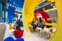 The search engine's new Dublin HQ is a spunky, brightly colored workplace with in-your-face design flourishes. Google Office, Classroom Setup, Classroom Design, Modern Classroom, Evolution Design, Espace Design, Cool Office Space, Office Spaces, Best Places To Work