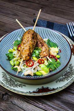Heta asiatiska köttfärsspett med nudelsallad - Landleys Kök Baby Food Recipes, Diet Recipes, Healthy Recipes, 300 Calorie Lunches, Bbq Salads, Tasty, Yummy Food, Dinner Is Served, Asian Recipes