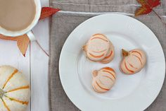 Pumpkin shaped French Macarons. Can't wait for next fall when i can make these!