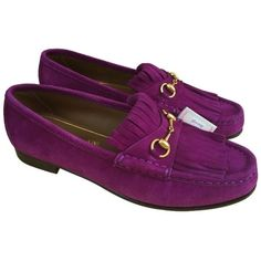 Pre-owned Gucci Purple Horsebit Loafers In Fringed Suede Berries... (2.905 ARS) ❤ liked on Polyvore featuring shoes, loafers, purple, gucci loafers, fringe shoes, suede shoes, flat shoes and purple suede shoes